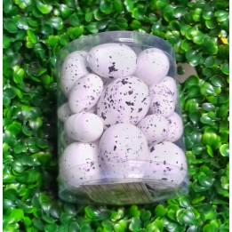 Białe nakrapiane jajka wielkanocne